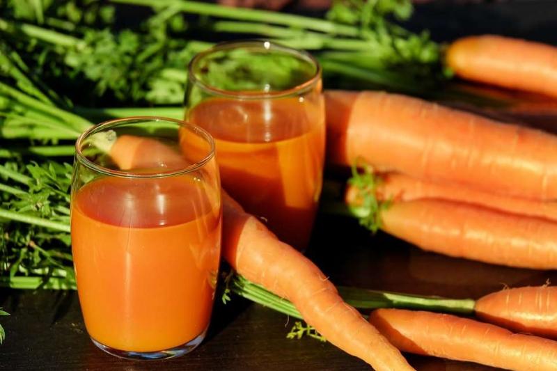 胡萝卜汁的功效与作用胡萝卜汁对健康很好