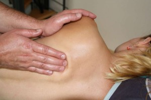 背部刮痧的方法图解背部刮痧的正确步骤
